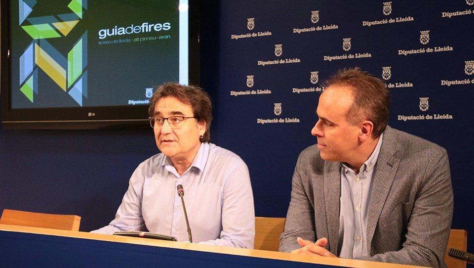 El vicepresident del Patronat de Promoció Econòmica de la Diputació de Lleida, Carles Gibert, amb el director del Patronat Ramon Boixadera, presentant la Guia de Fires de Lleida 2020, el 7 de febrer del 2020. (Horitzontal)