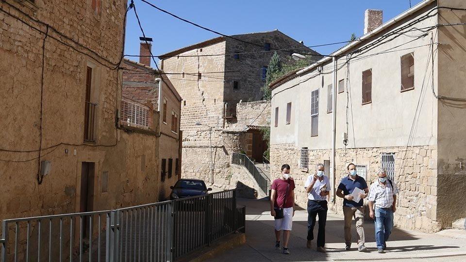 Els alcaldes de Torrebesses, Almatret i Riner, passegen per Torrebesses