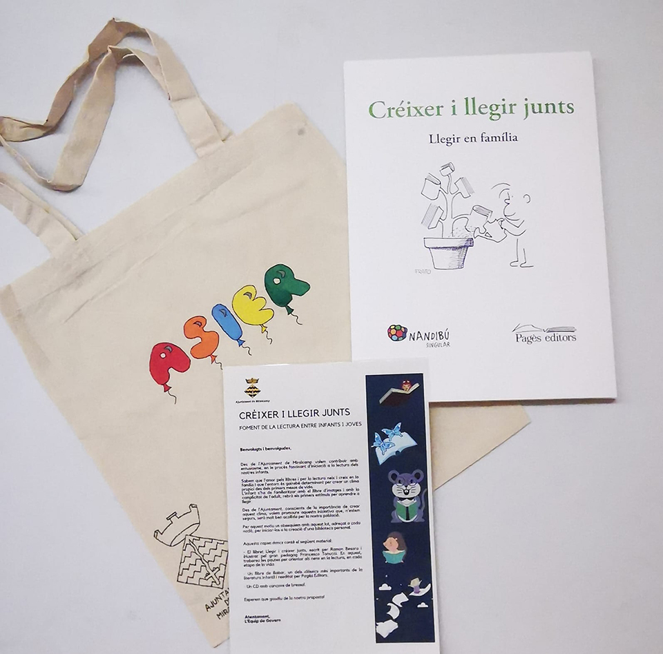 Les bosses personalitzades del projecte Créixer i llegir junts a Miralcamp
